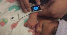 Yeni doğan bebek üzerinde Apple Watch testi