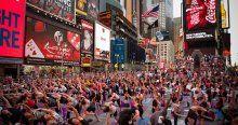 Times Meydanı'nda yoga