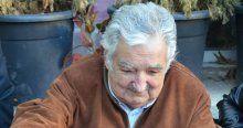 Dünyanın en fakir eski başkanı Mujica simide bayıldı