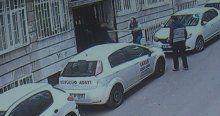 Hırsızlarla ev sahibinden sokak ortasında sopalı düello