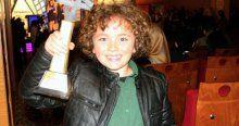Minik yıldız oyunculukta ilk ödülünü aldı