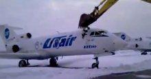 İşten atılınca uçağı böyle parçaladı!