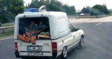 Çocukların panelvan arkasındaki tehlikeli yolculuğu