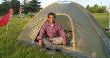 Havalimanına çadır kuran vatandaştan 'demokrasi' nöbeti