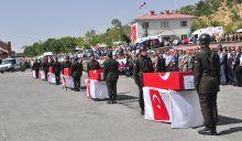 Bitlis'te şehit olan askerler ve korucu için tören