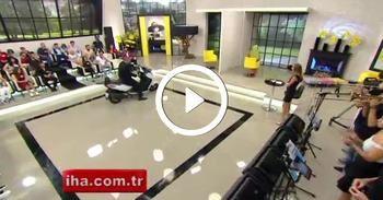 Hanife'nin talibi stüdyoya motosikletle geldi