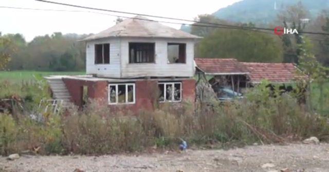 Baba yadigarı evi kendi evinin üzerine taşıdı