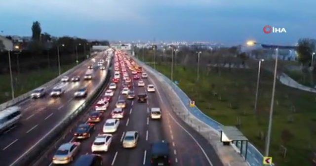 Avrasya Tüneli'nin girişindeki trafik çilesi havadan görüntülendi