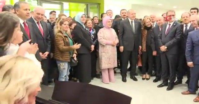 Erdoğan özel çocuklarla şarkı söyledi