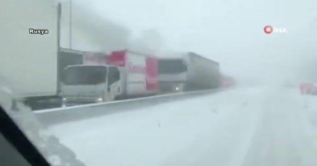 Kazaya karışan kamyon böyle patladı