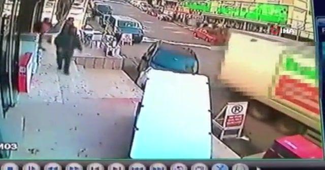 Freni boşalan kamyon ortalığı birbirine kattı
