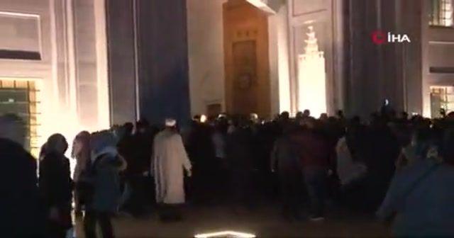 Büyük Çamlıca Camii'ne binlerce genç akın etti