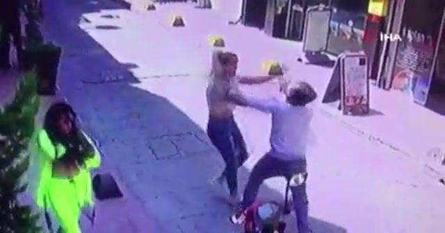 Beyoğlu'nda yabanca uyruklu iki kadına dayak