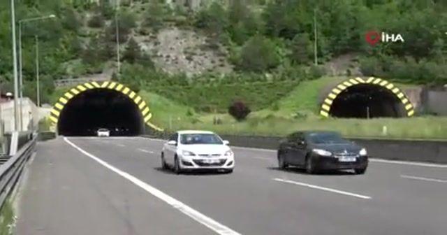 Bolu TEM Otoyolu'nda trafik yoğunluğu sürüyor