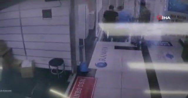 Sirkeci'de depremden kaçış kamerada