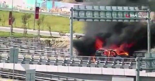 İstanbul Havalimanı'nda seyir halindeki VIP araç alev alev böyle yandı