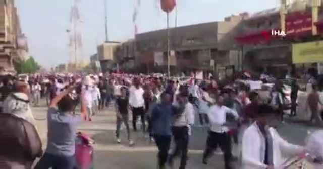 Irak'ta öğrenciler hükümetin çağrısına rağmen sokaklarda