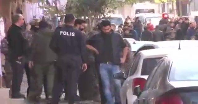 Cezaevi firarisi polise ateş açtı, annesini yaraladı