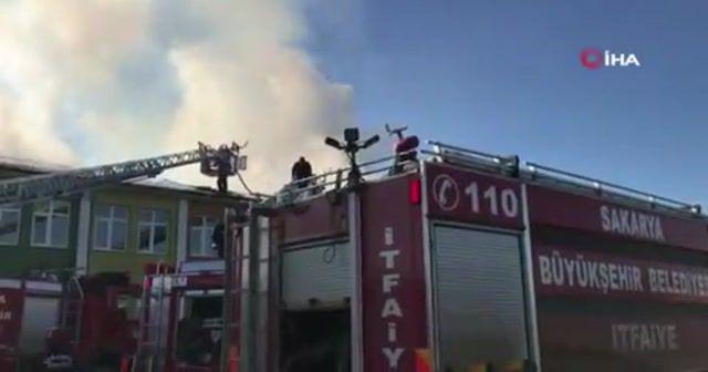 Okulun çatısı alev alev yandı öğrenciler panik yaşadı