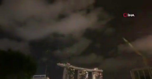 Singapur yeni yılı havai fişeklerle karşıladı
