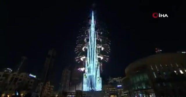 Dubai yeni yılı havai fişek ve ışık gösterisiyle karşıladı
