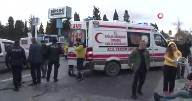 Zeytinburnu'nda durakta otobüs bir başka otobüse çarptı: 15 yaralı