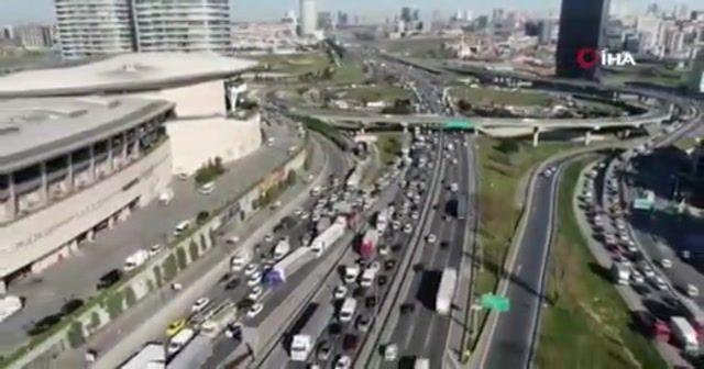 Mahmutbey Gişelerinde tatil trafiği havadan görüntülendi