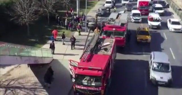 Makas atan sürücü kamyonete çarparak takla attı