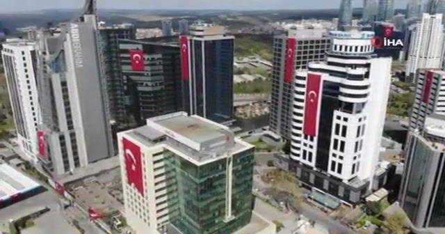 23 Nisan Çocuk Bayramı'nda gökdelenler Türk bayraklarıyla donatıldı