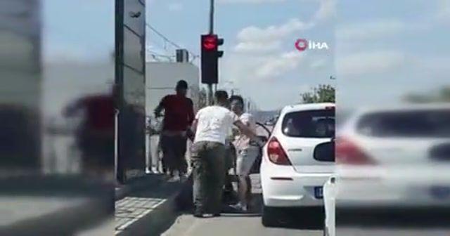 Antalya'da trafikte tekme tokatlı kavga