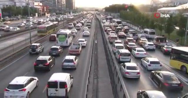 İstanbul'da haftanın son iş gününde trafik yoğunluğu arttı