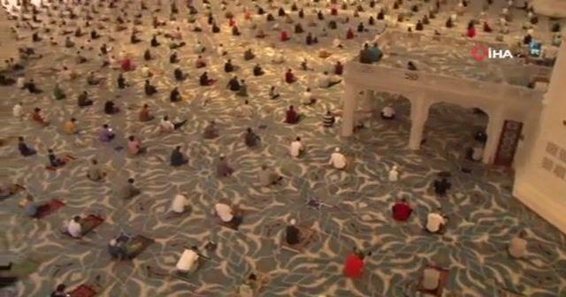 Cumhuriyet tarihinin en büyük camisinde bayram namazı coşkusu yaşandı
