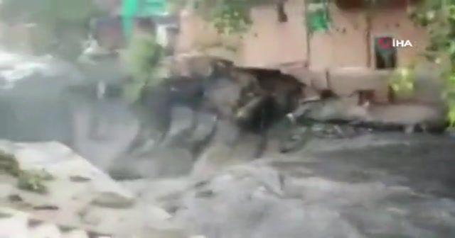 Hindistan'da şiddetli yağışlar zarar vermeye devam ediyor