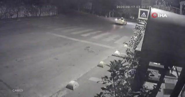 İbrahim Kaboğlu'nun aracına taşla saldıran şahıslar kamerada