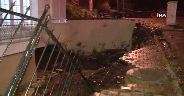 Kartal'da bir apartmanın istinat duvarı çöktü