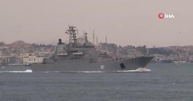 Rus savaş gemileri İstanbul Boğazı'ndan geçti