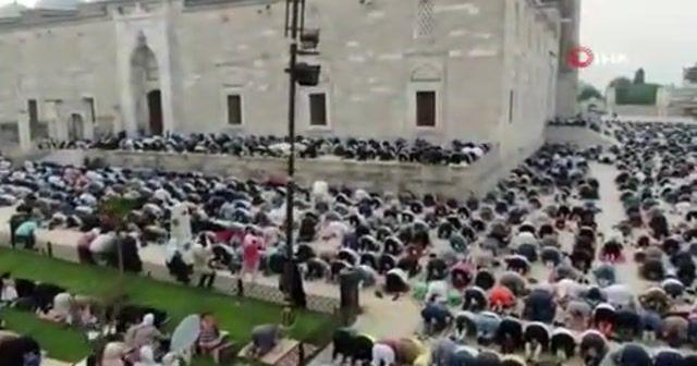 Fatih Camisi'nde bayram namazı coşkusu
