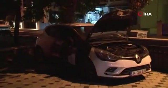 Kadıköy'de iki araç kundaklandı